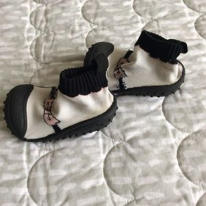 skidders Shoes - 4/$15! Skidders ~ Baby girl sock shoe